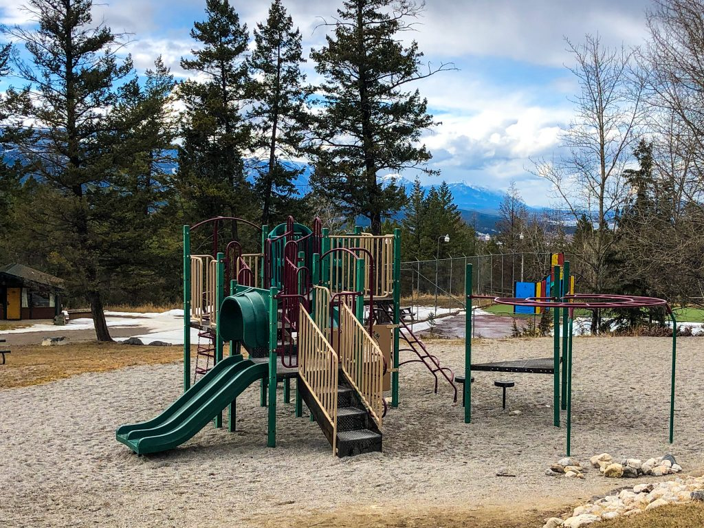 Find out the Top 10 Things to do in Fairmont Hot Springs Resort in BC. All the family-friendly things to do at Fairmont Hot Springs that can make a fun family vacation including mineral hot pools, ski resort, hiking trails, playgrounds, mini-golf, scavenger hunts, and more! Everything you need to know about visiting Fairmont Hot Springs Resort in British Columbia. #FHSRmemories #FHRS #columbiavalley #kootrocks #exploreBC #FansofFairmont #helloBC #canada #britishcolumbia